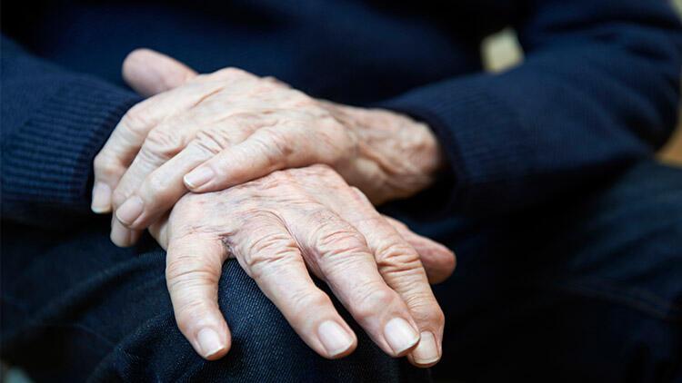 Photo of Sinir hücrelerindeki lipidler Parkinson hastalığını tetikleyebilir